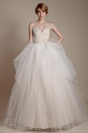may váy cưới theo mẫu 3